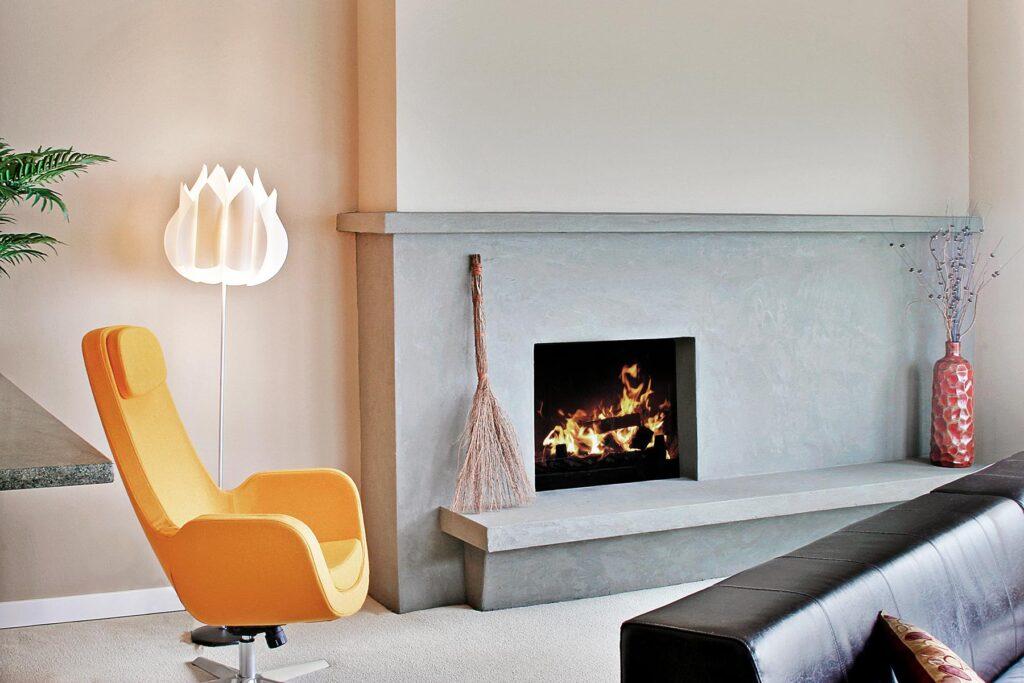 living-room-in-a-modern-house-D3VJ6X5.jpg